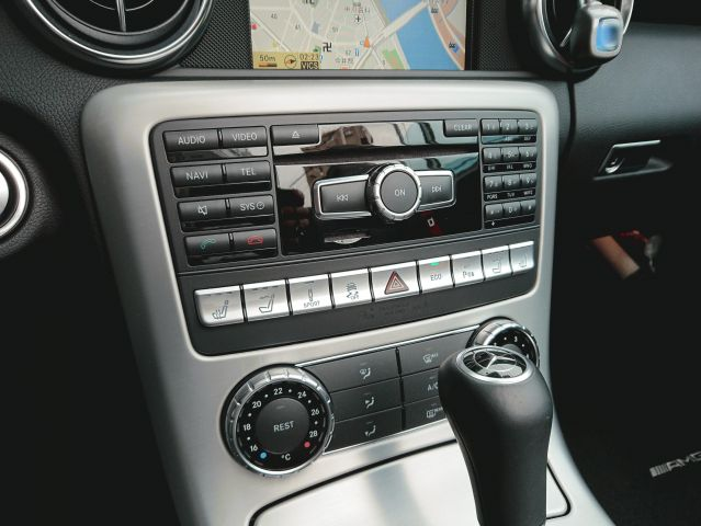 メルセデス・ベンツSLK350 AMGスポーツパッケージ AMG4本出しマフラーご成約0000009099