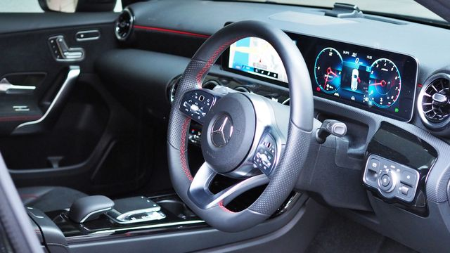 メルセデス・ベンツA180スタイルAMGラインレーダーセーフティナビゲーションPKG 保証プラス付きワンオーナー  ご成約